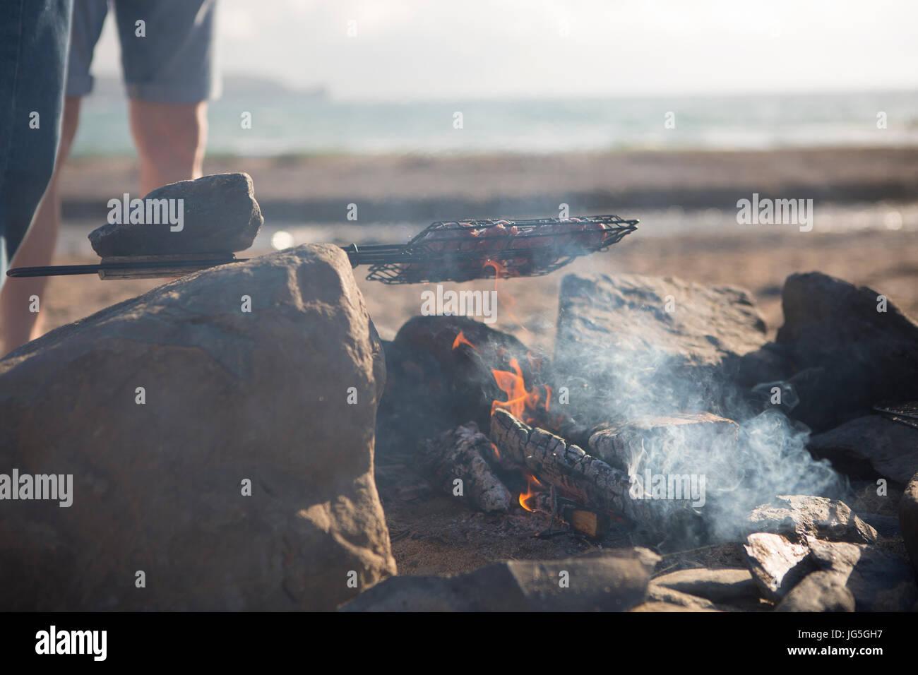 Barbecue sulla spiaggia, Cornwall, Regno Unito Immagini Stock