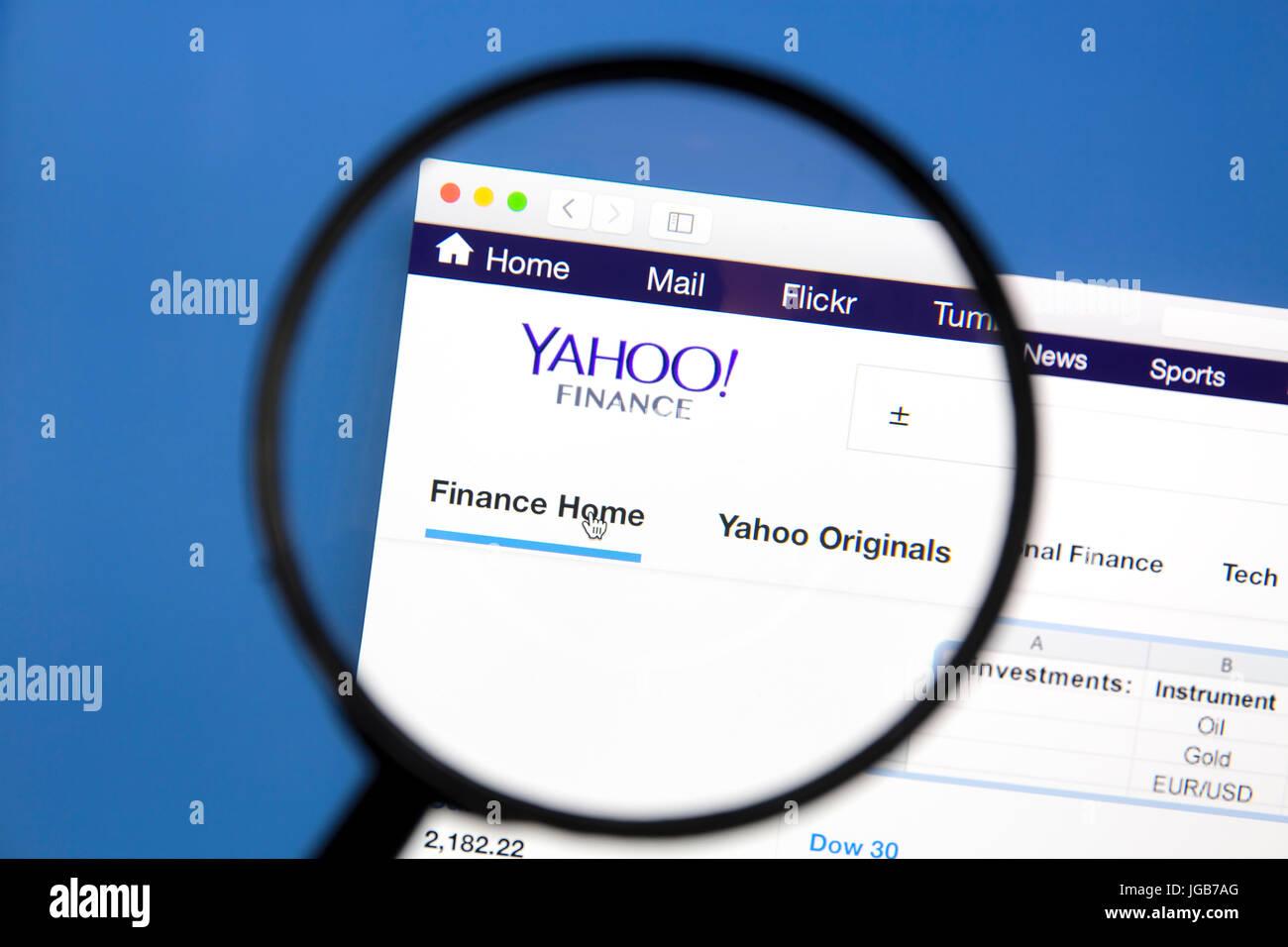 85e74438ed Yahoo Finance sito web sotto una lente di ingrandimento di Yahoo è una  multinazionale del settore Internet corporation complessivamente noto per  la sua