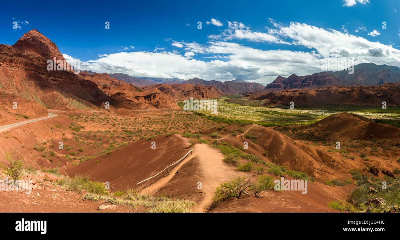 La strada di cachi a san antonio de los Cobres, nella regione di Puna di salta in Argentina del nord Immagini Stock