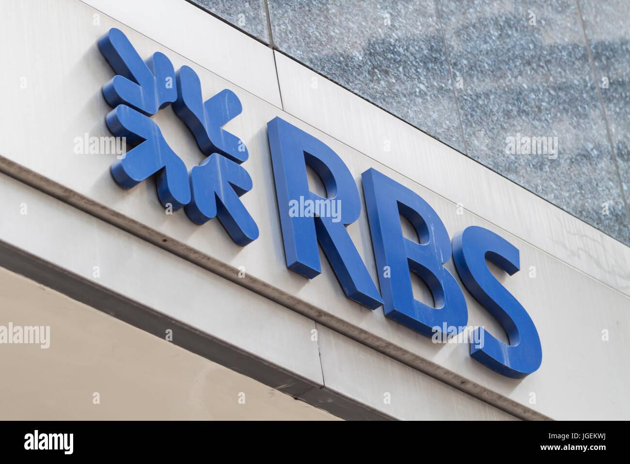 Vista ravvicinata della Royal Bank of Scotland (RBS) marca con logo in Londra Immagini Stock
