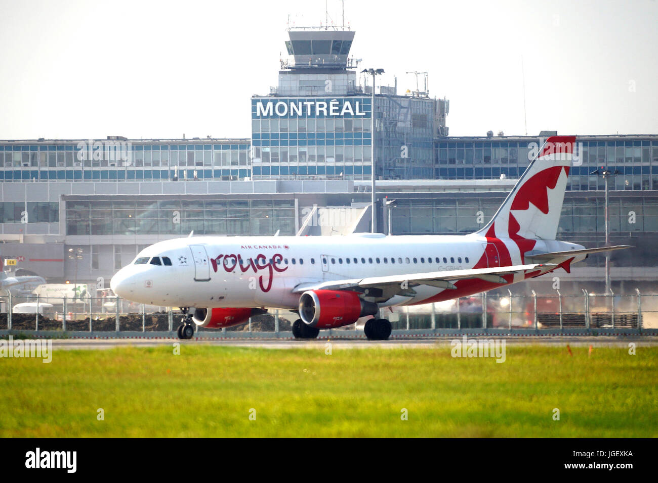 Montreal, Canada, 6 luglio,2017.Air Canada volo rullaggio per una pista per il decollo dal Trudeau International Immagini Stock
