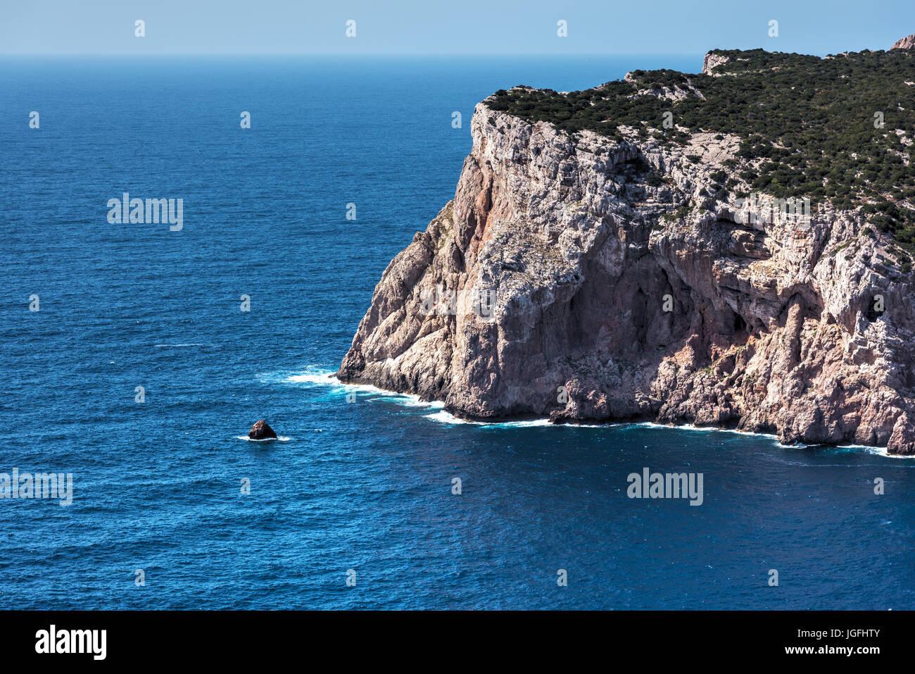Capo Caccia costa rocciosa in Sardegna Immagini Stock