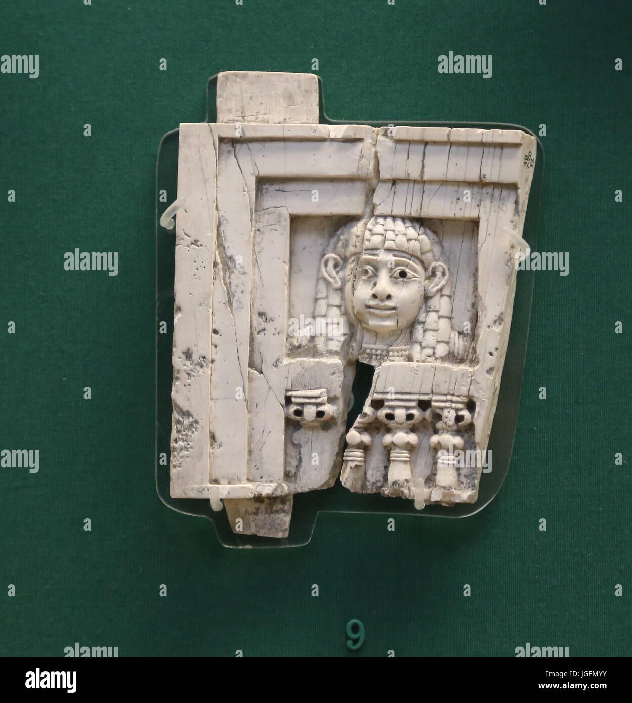 Donna alla finestra. Fenicio. Avorio da Nimrud, Iraq. 8 A.C. L'Iraq. British Museum. Londra. Regno Unito. Immagini Stock