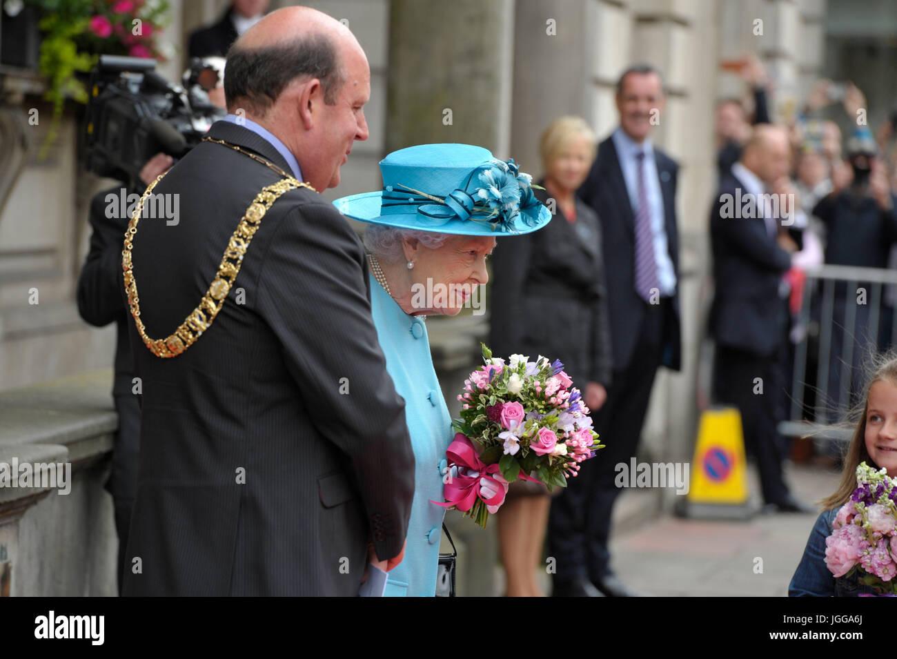 Edinburgh, Regno Unito. 07 Luglio, 2017. La regina visiti la Royal Society di Edimburgo in George Street. Credito: Foto Stock