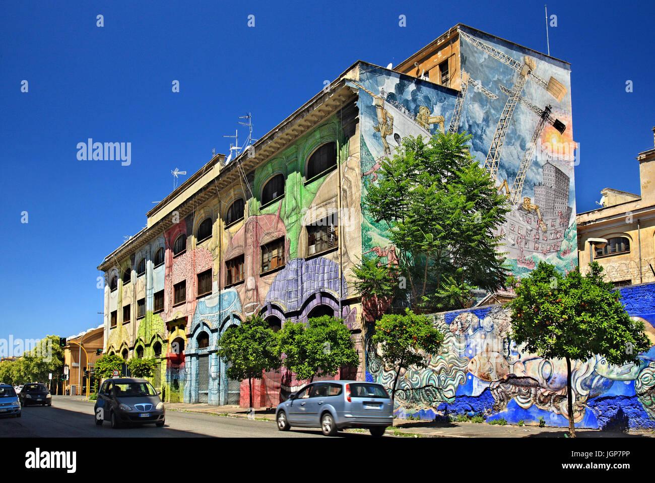 Murale dal famoso artista di strada Blu in Via del Porto Fluviale, Ostiense, Roma, Italia Immagini Stock