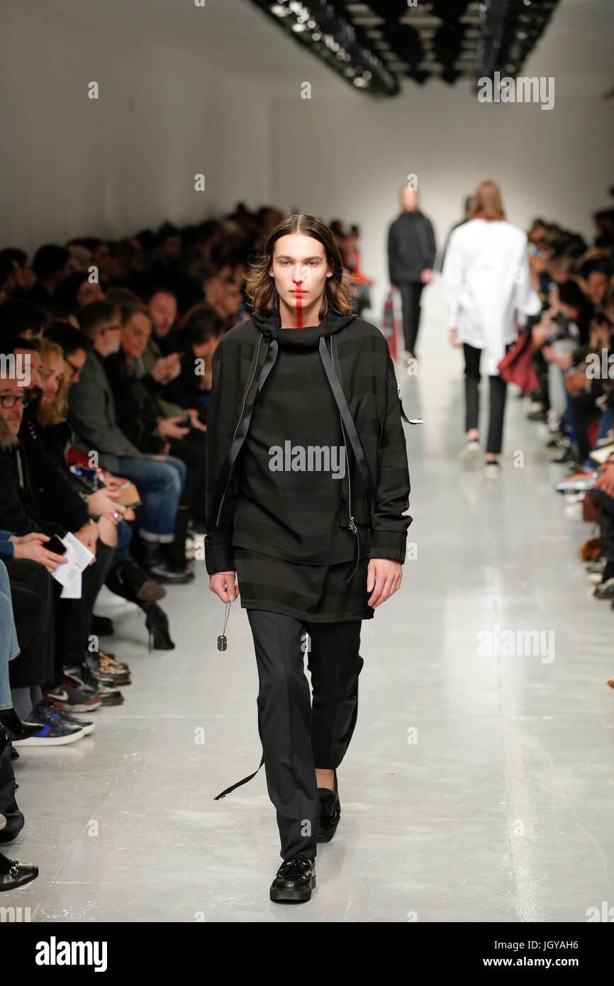reputable site dab7b 32ee4 Passerella per sfilate di moda presentazione presso la ...