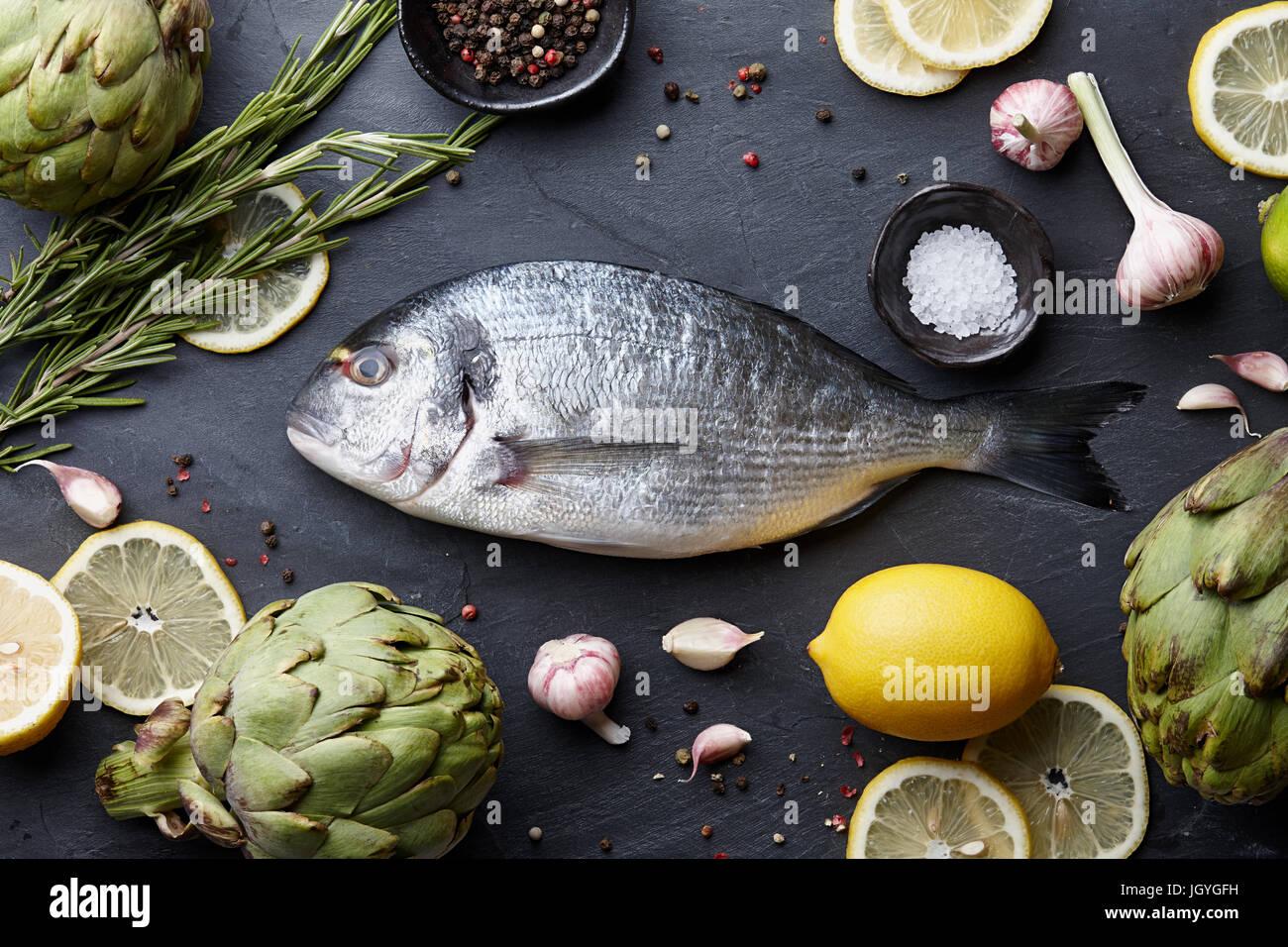 Orate di mare la cucina di pesce Foto & Immagine Stock: 148123125 ...