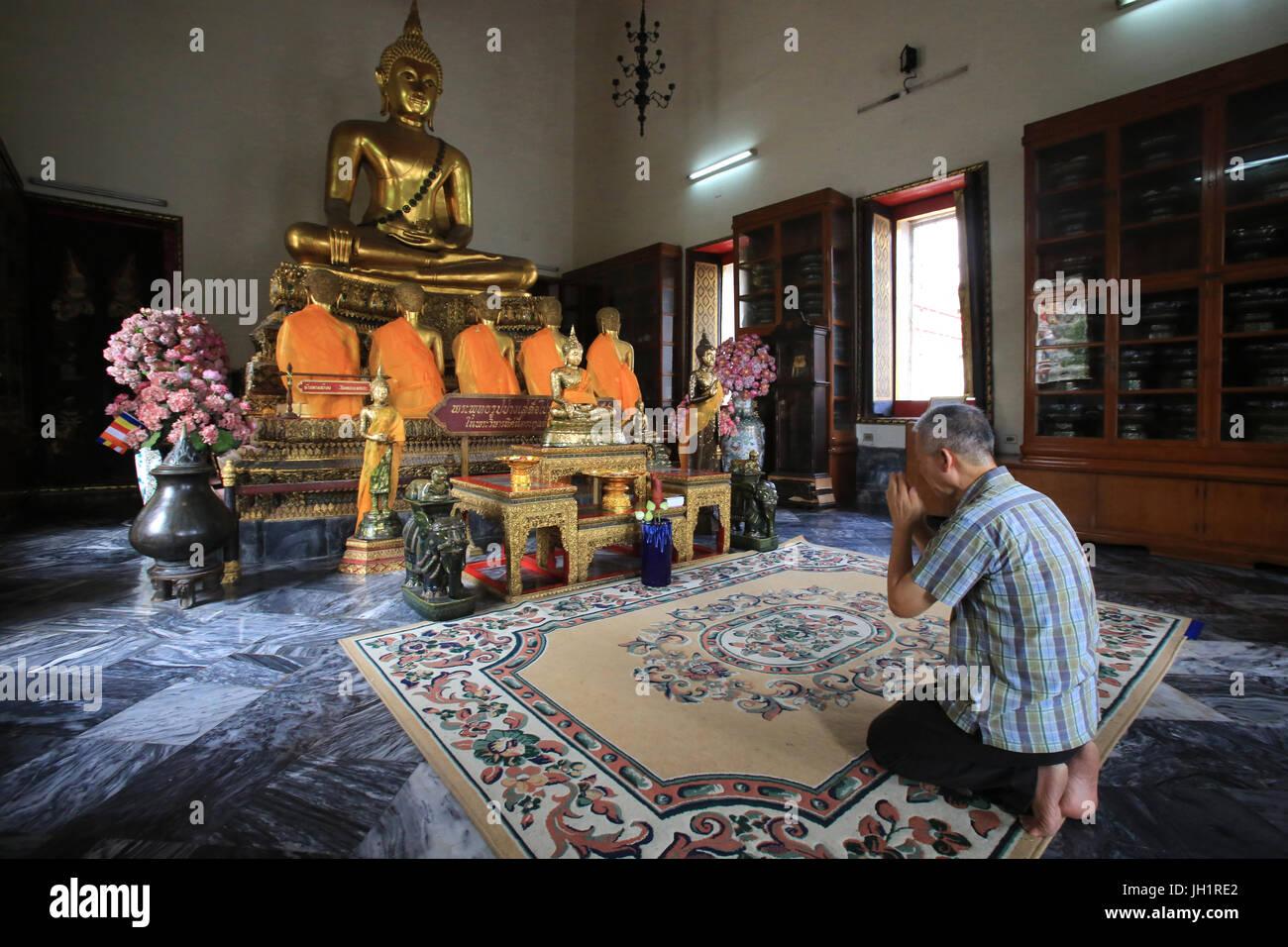 Il Buddha ha dato il suo primo sermone a cinque discepoli a Benares. Il Vihara Sud. Wat Pho - il Wat Phra Chettuphon. Immagini Stock
