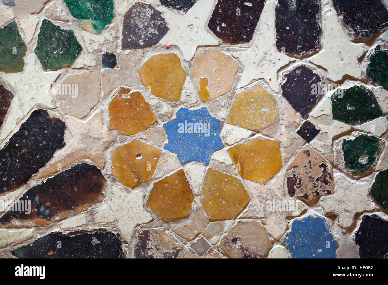 Mosaico geometrico costituito da piastrelle smaltate chiamato