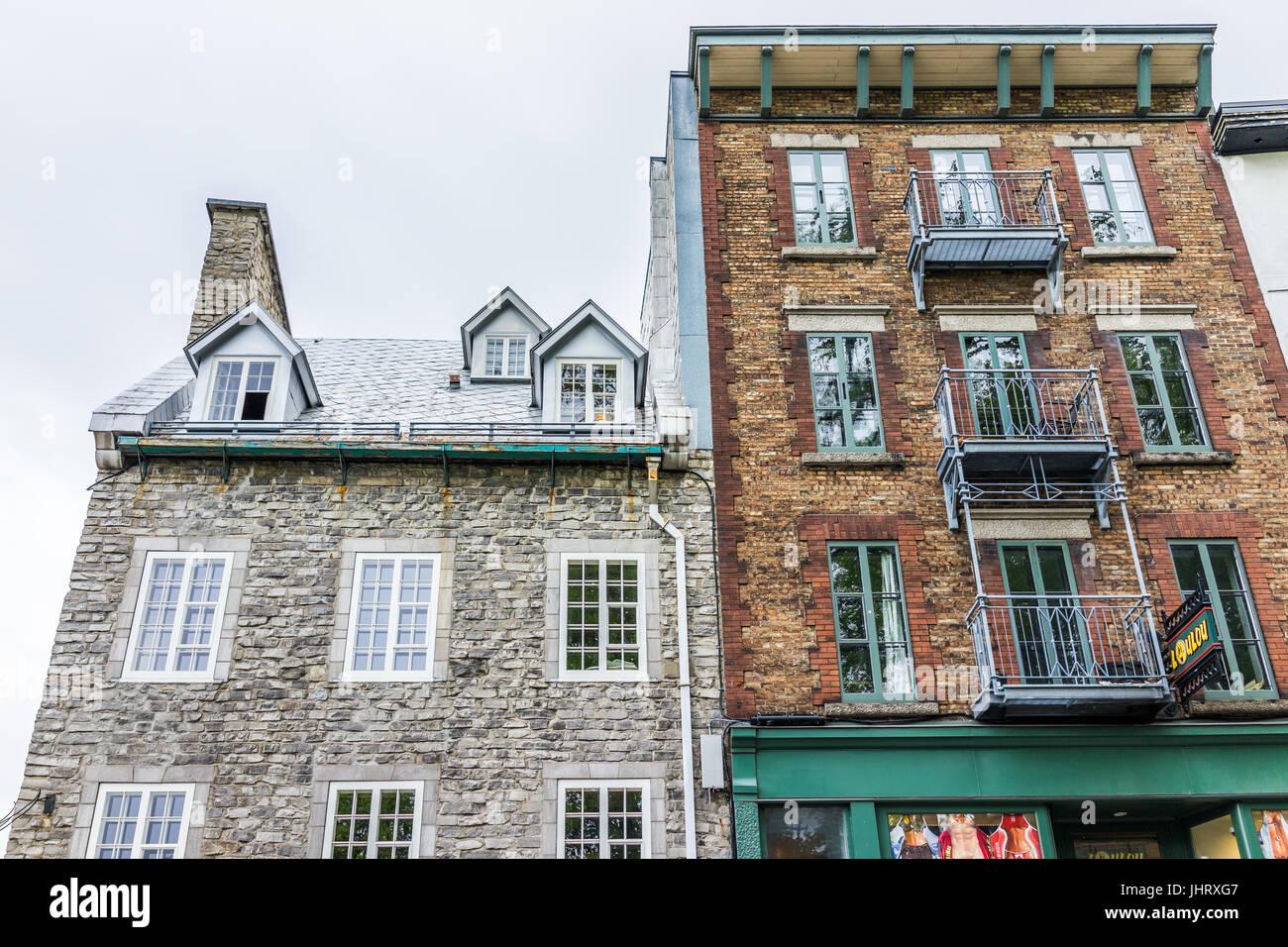 La città di Quebec, Canada - 30 Maggio 2017: Inferiore città vecchia strada chiamata Cote de la Montagne Immagini Stock