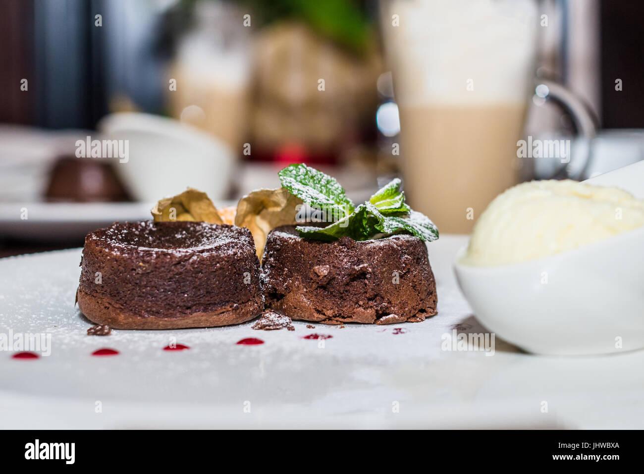 Riscaldare il dessert torta al cioccolato Immagini Stock