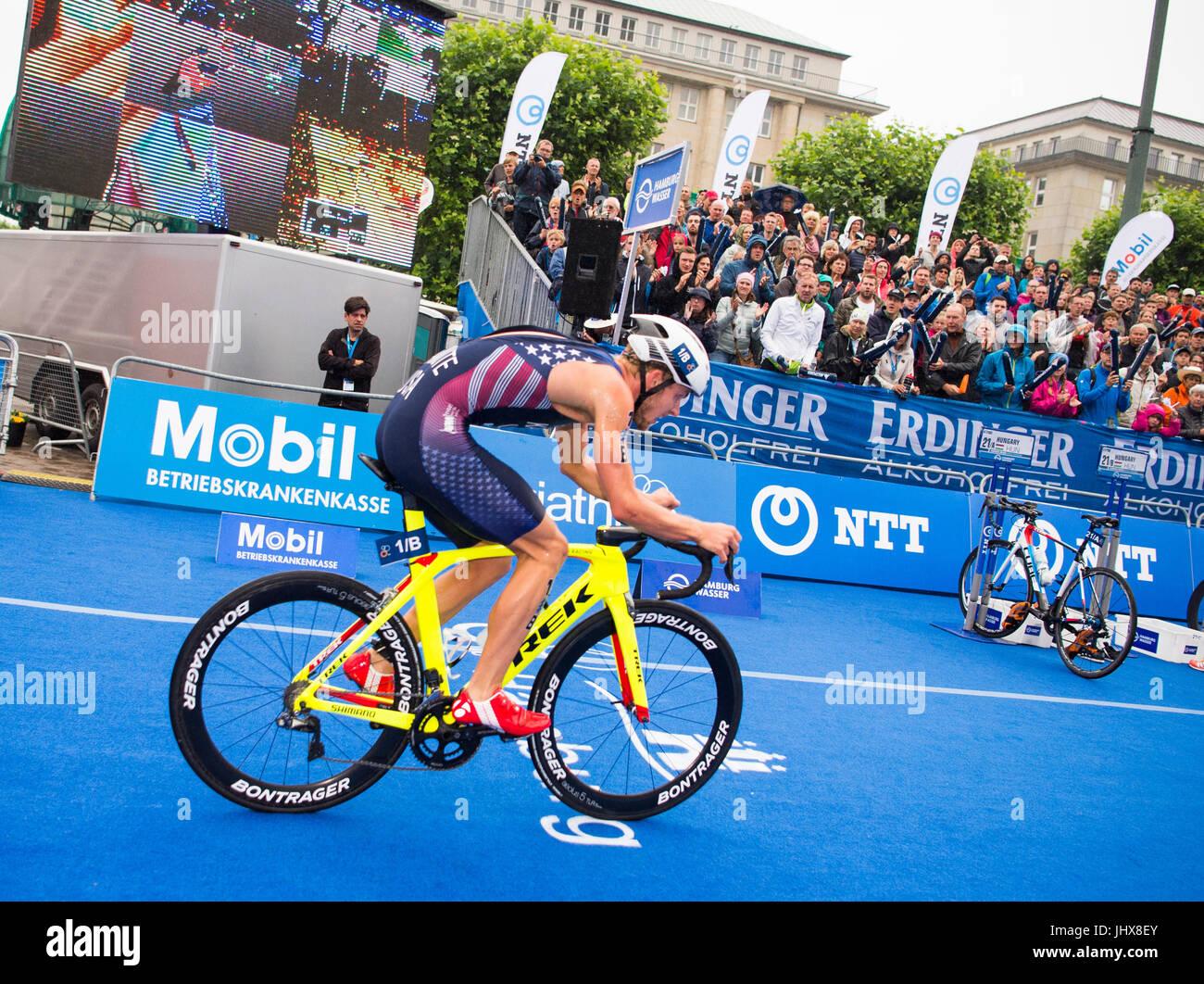 Amburgo, Germania. 16 Luglio, 2017. Ben Kanute del ciclismo negli Stati Uniti durante il team misti evento presso Immagini Stock