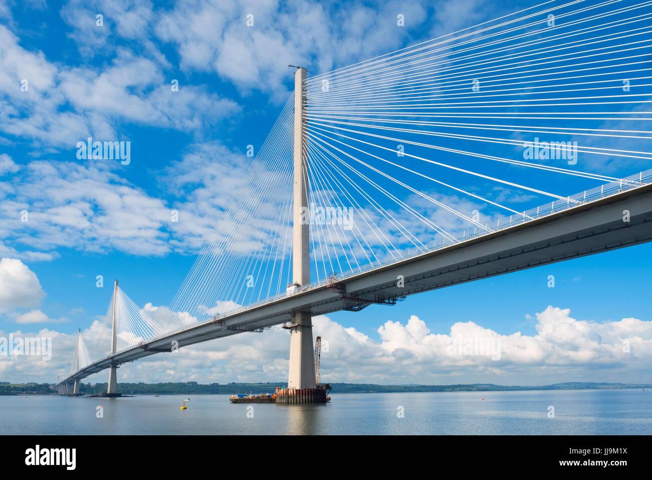 Vista del nuovo Queensferry attraversando ponte che attraversa il fiume Forth in Scozia, Regno Unito Immagini Stock
