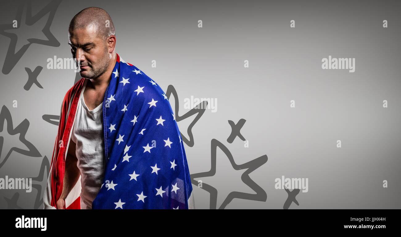 L'uomo avvolto nella Bandiera americana guardando verso il basso contro uno sfondo grigio con disegnati a mano Immagini Stock