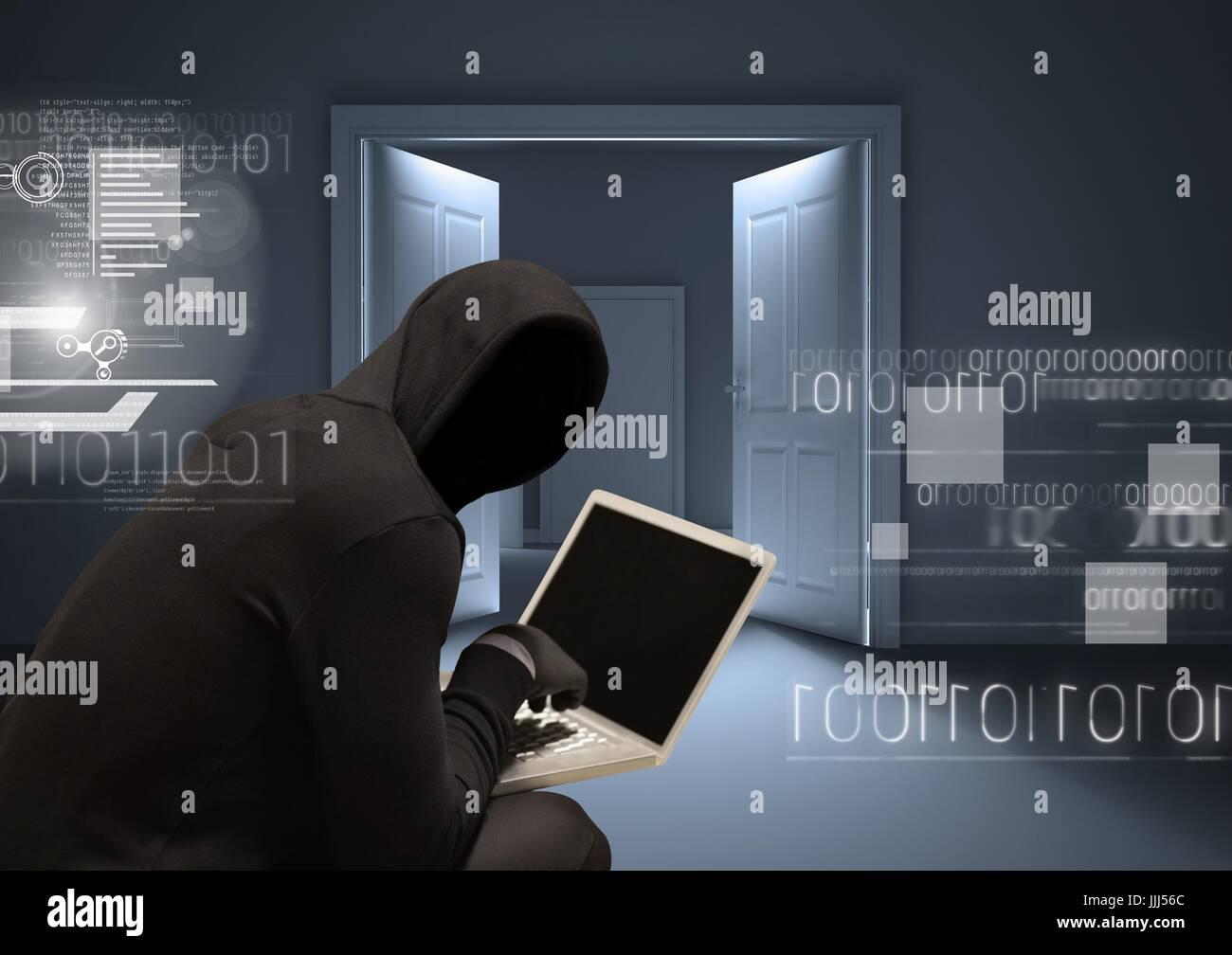 Ombra con la felpa lavorando sul computer portatile in una stanza Immagini Stock
