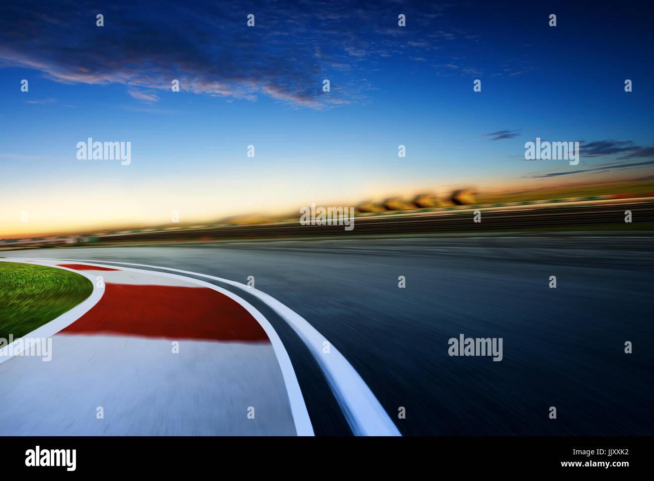 Moto autodromo sfocata ,l'umore a freddo , la mattina presto scena . Immagini Stock