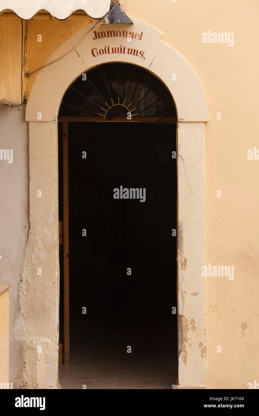 Israele, costa Nord, Haifa, la Colonia Tedesca, iscrizione, Gott Mit Uns, Dio è con noi sulla vecchia casa Immagini Stock