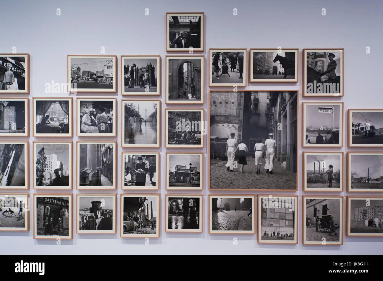 Spagna, Madrid, in zona Atocha, Centro de Arte Reina Sofia Museum, presentano degli anni cinquanta-ser fotografie Immagini Stock