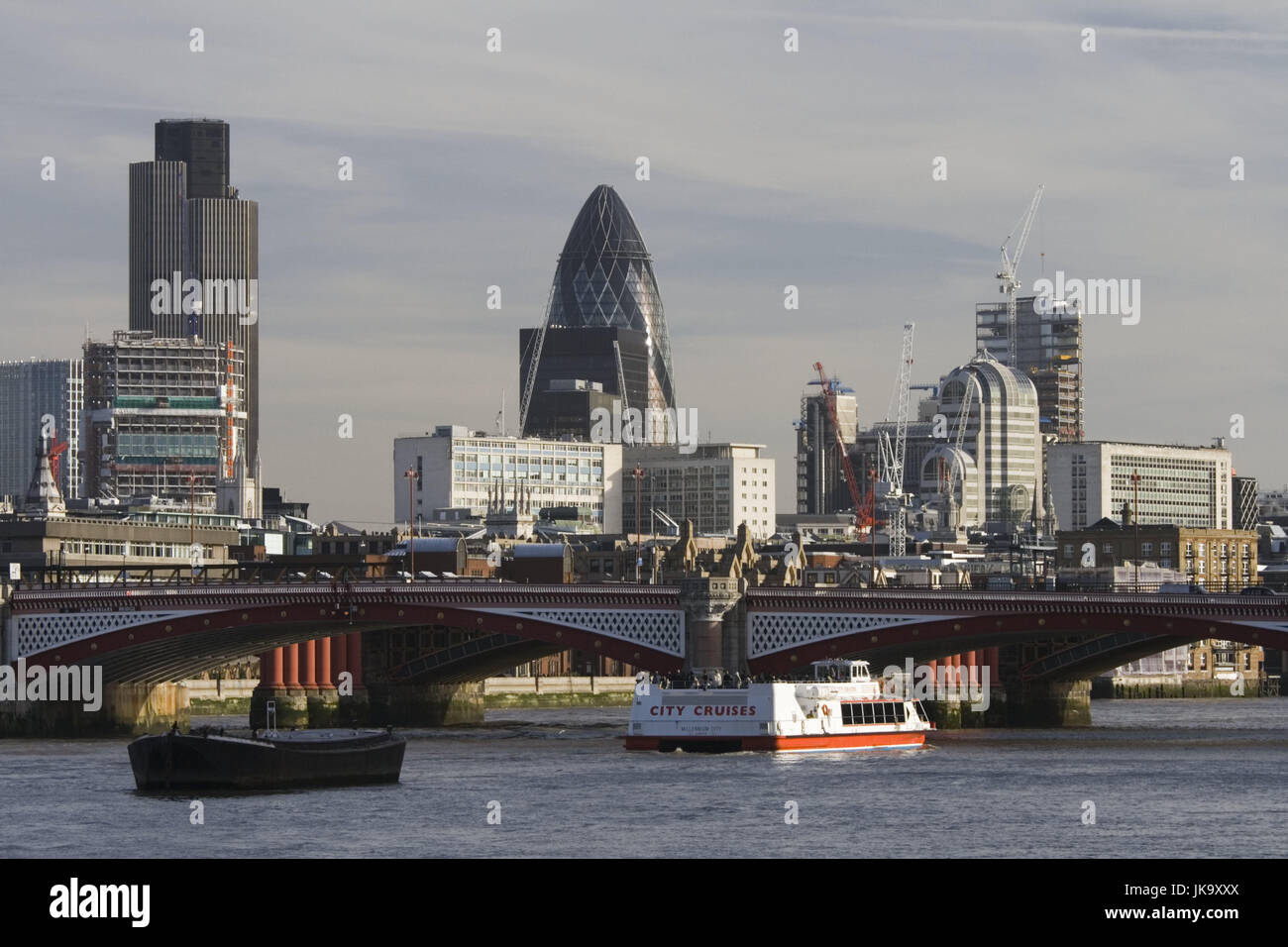 Großbritannien, Inghilterra, Londra, Stadtansicht, cetriolino, Blackfriars Bridge, Schiffe, Europa, Stadt, Immagini Stock
