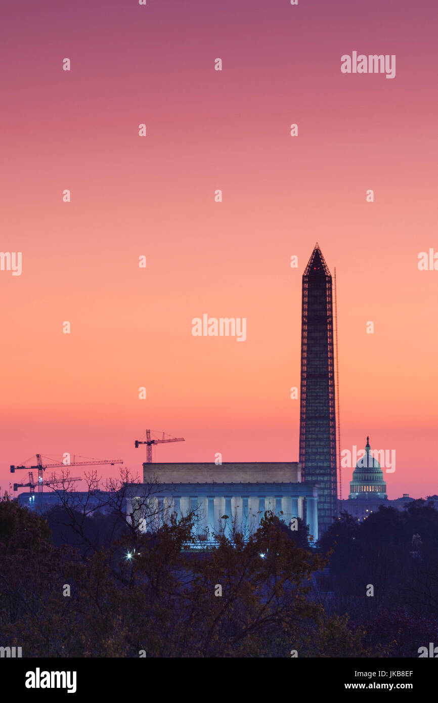 Stati Uniti d'America, Washington DC, il Lincoln Memorial, il Monumento a Washington e il Campidoglio US, alba Foto Stock