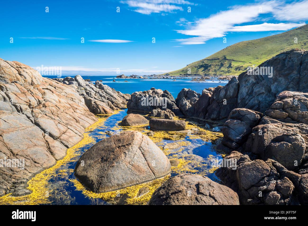 Nuova Zelanda, isola del sud, sud della strada panoramica, orepuki, angolo accogliente beach Immagini Stock