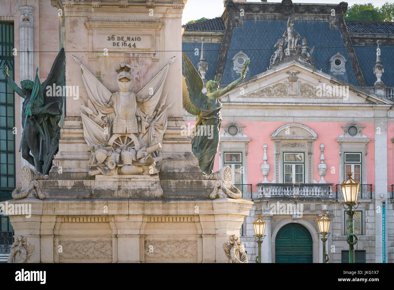 Lisbona Restauradores, dettaglio del Monumento dos Restauradores in piazza Restauradores con il Palacio Foz in background, Immagini Stock