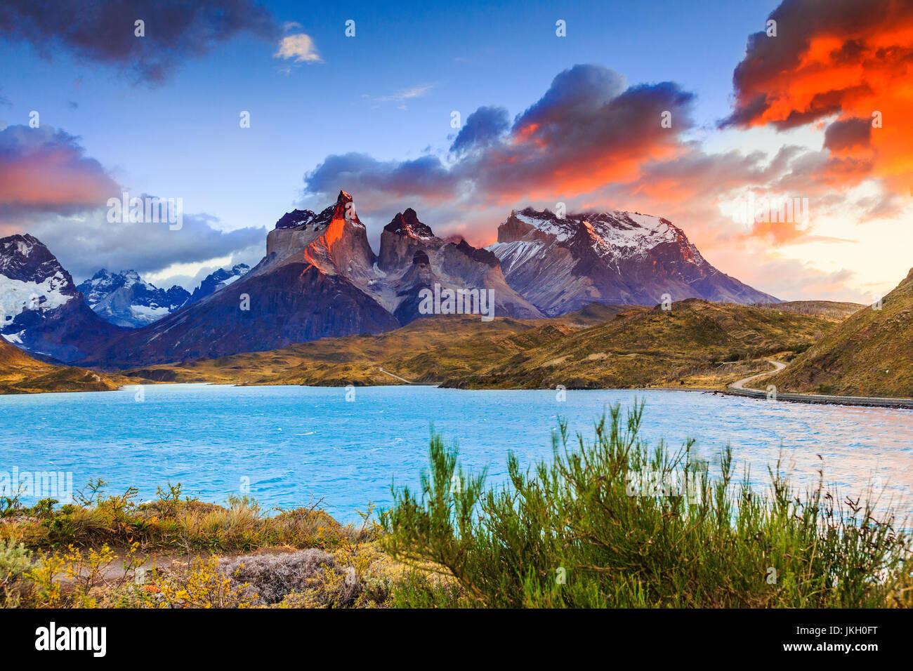 Parco Nazionale di Torres del Paine Cile. Lago Pehoe a sunrise. Immagini Stock