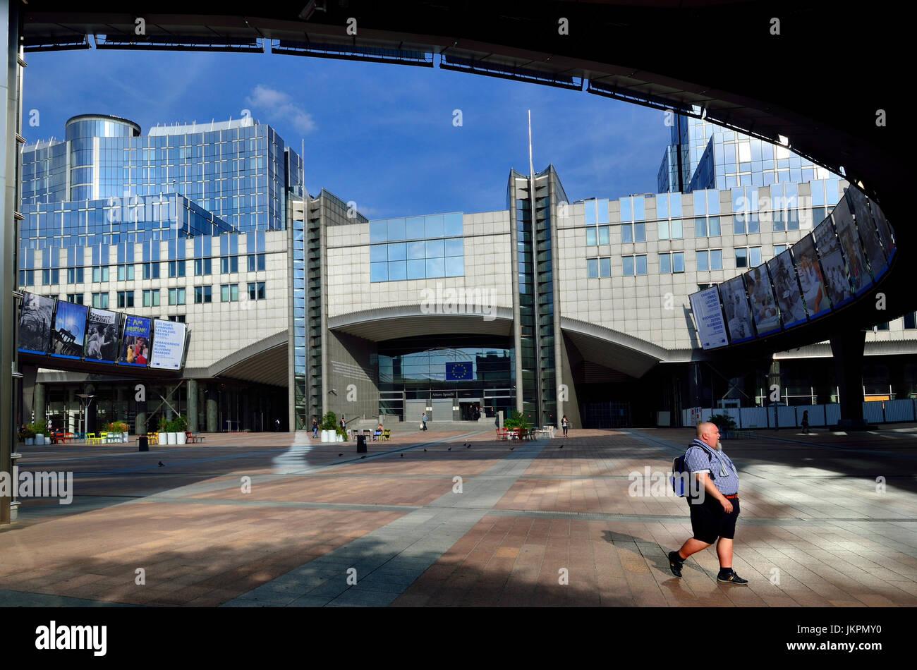 Bruxelles, Belgio. Edificio del Parlamento europeo - Espace Leopold, spazio aperto dagli ingressi principali. Ben Immagini Stock