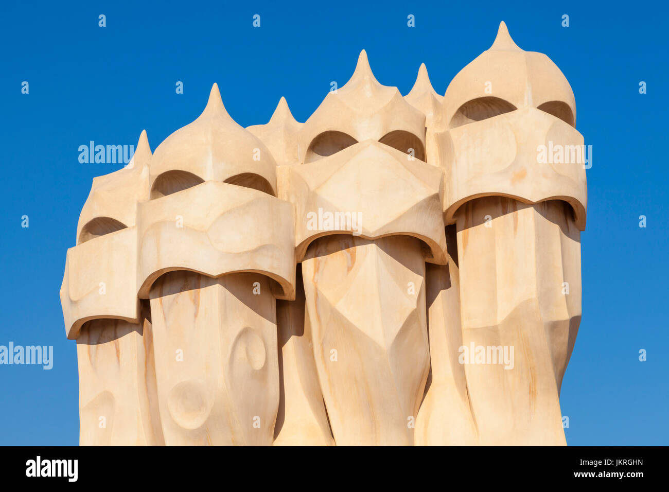 Barcellona Catalunya Barcellona Spagna La Pedrera Barcellona Casa Mila Barcellona camini sul tetto dell'architetto Immagini Stock