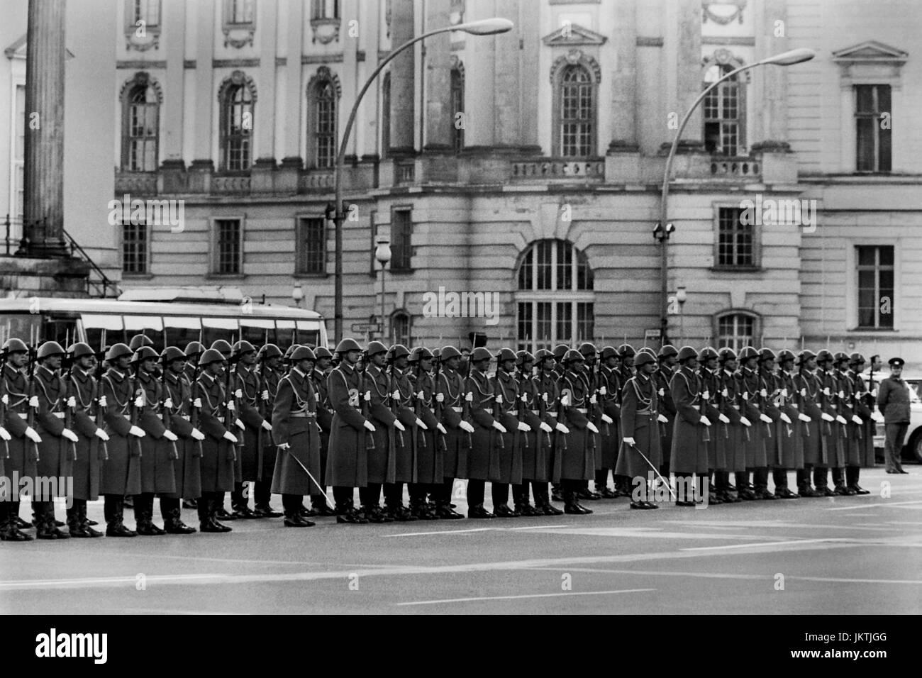 Il NVA, Nazionale Esercito del popolo della Repubblica democratica tedesca, Deutsche Demokratische Republik, cerimonia Foto Stock