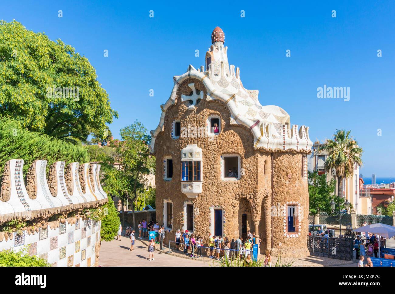 Barcellona Catalunya Park Guell Barcellona Parc Guell Barcellona ingresso facchini lodge casa del guarda i turisti a Barcellona Spagna UE Europa Catalogna Immagini Stock