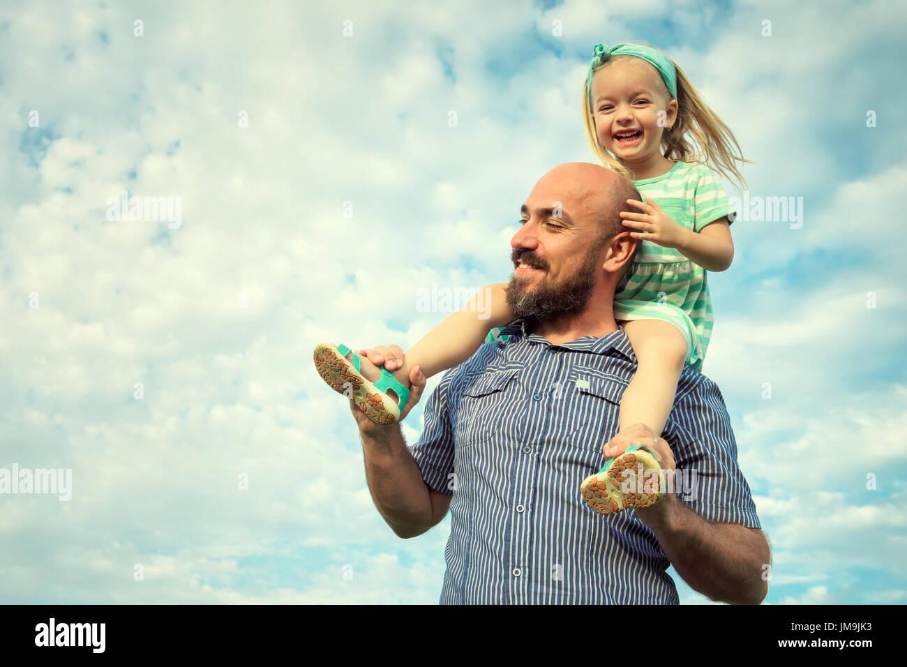 Adorabile figlia e padre ritratto, famiglia felice, future concept Immagini Stock