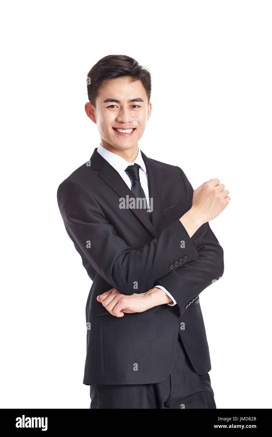 Ritratto in studio di un giovane imprenditore asiatici in abbigliamento formale, felice e sorridente, isolato su sfondo bianco. Immagini Stock