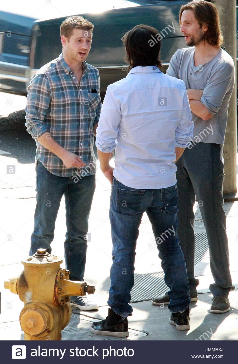 """Ben McKenzie e Logan Marshall-Green. Ben McKenzie è andato a pranzo con gli amici, tra cui ex """"l'OC' co-star LoganFoto Stock"""