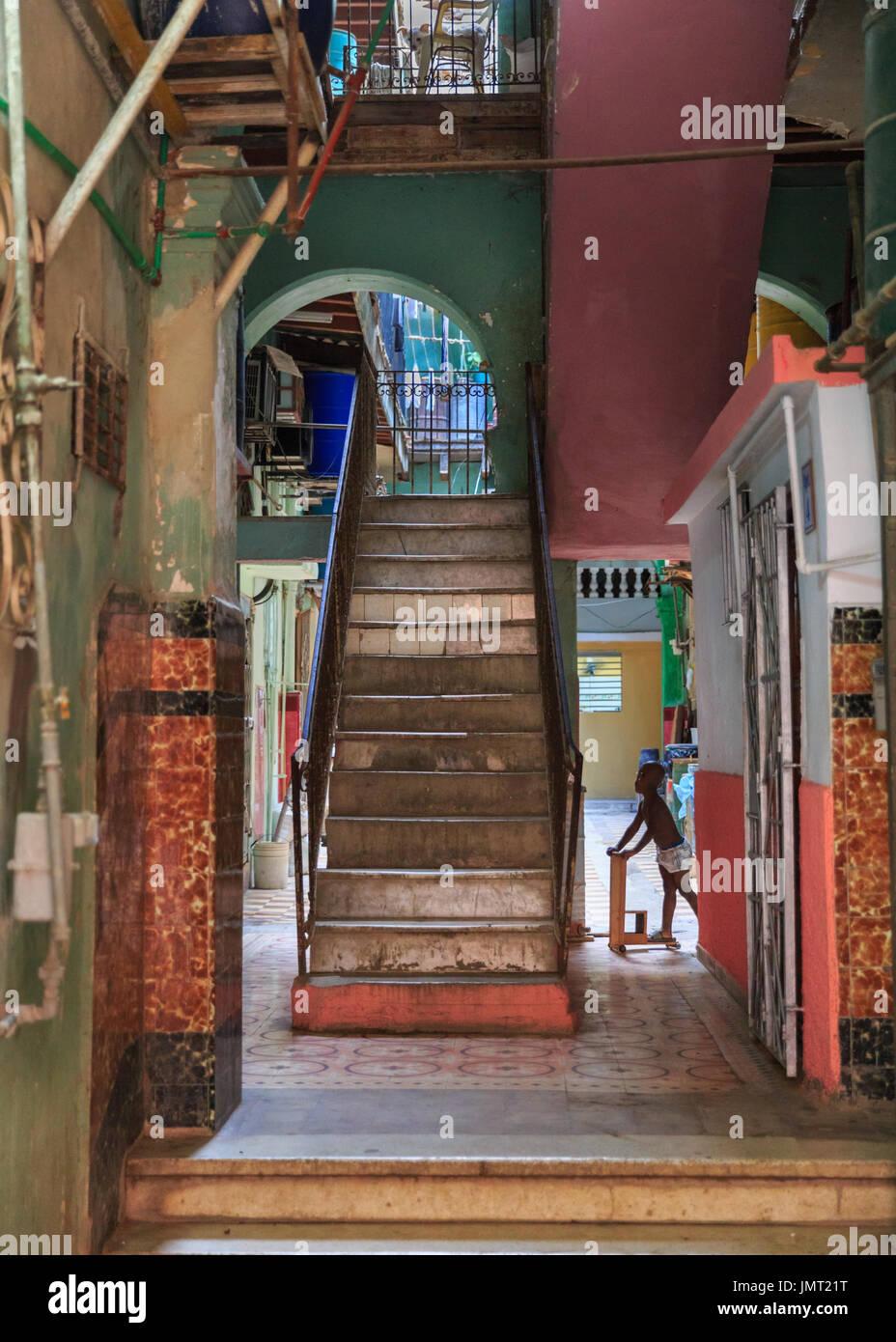 Cubano tipico storico edificio residenziale architettura for Architettura di interni