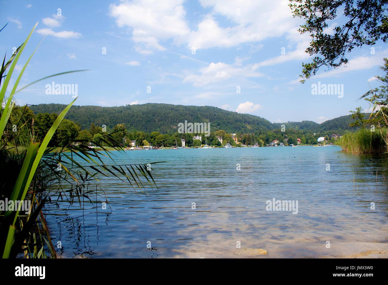 Bella paesaggio del lago Wörthersee, Austria Immagini Stock