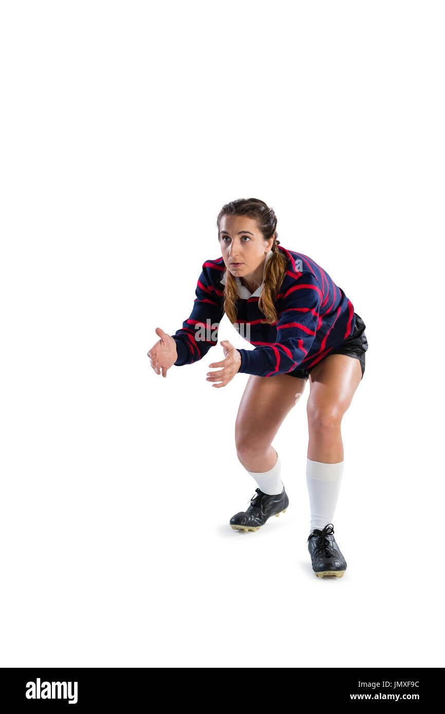 Femmina giocatore di rugby in posizione di cattura contro uno sfondo bianco Immagini Stock