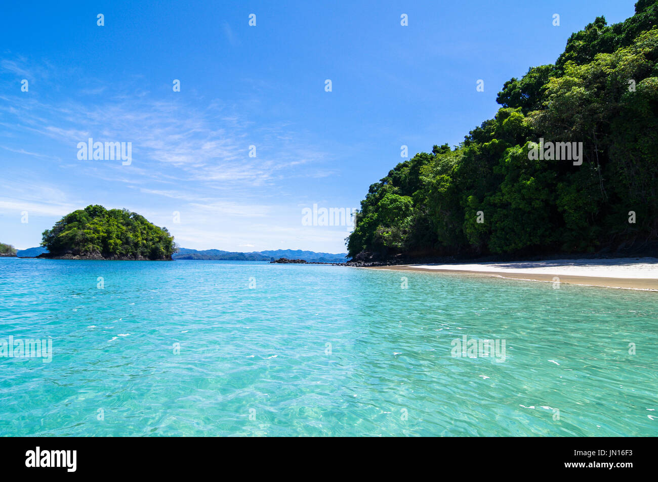 Chiare acque turquise sull isola di Coiba parco naturale nazionale in Panama Immagini Stock