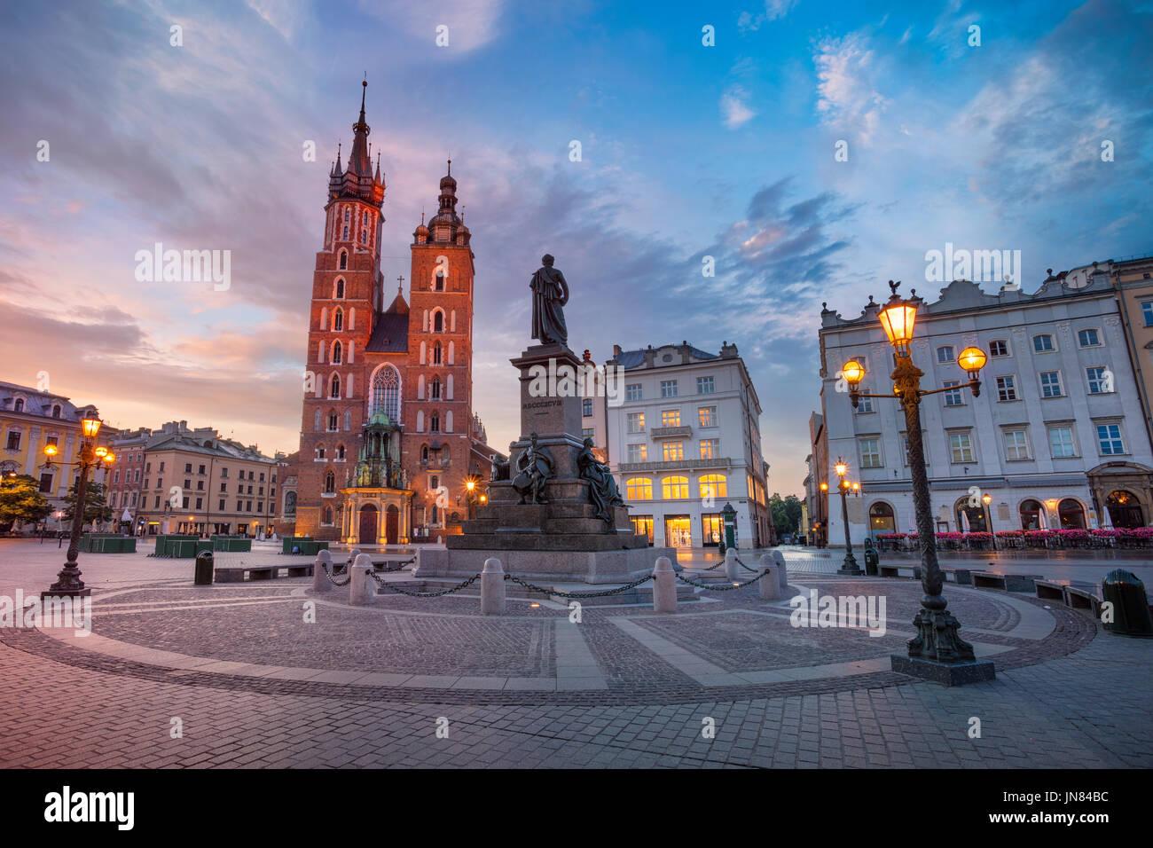 Cracovia. Immagine della piazza del Mercato di Cracovia in Polonia durante il sunrise. Immagini Stock