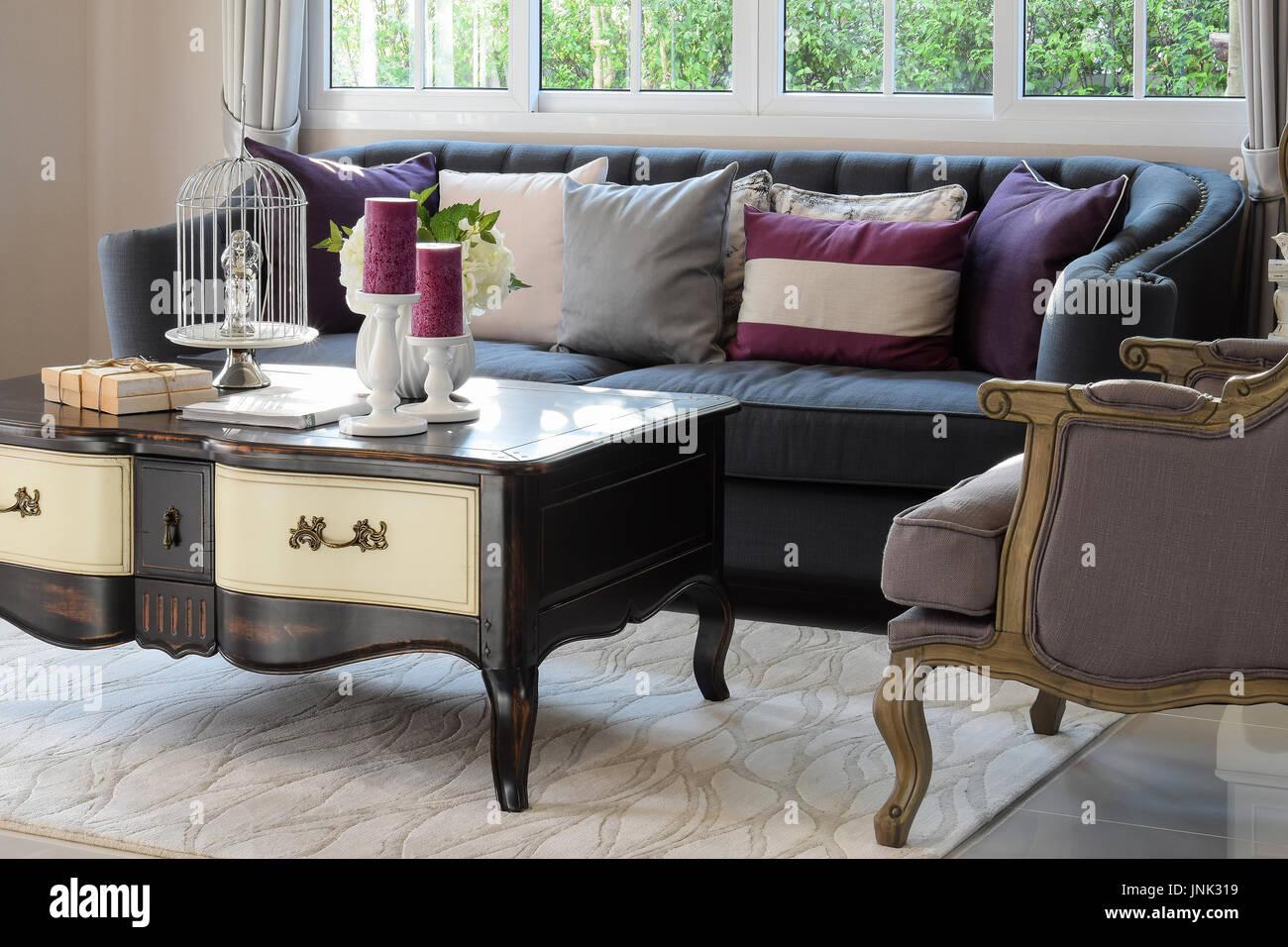 Divano E Tavolo Insieme luxury living room design classico con divano e poltrona e