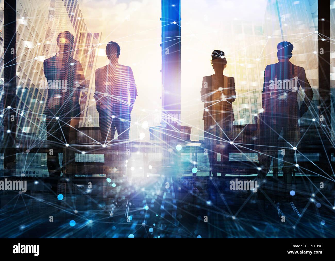 Gruppo di partner aziendale cercando il futuro con la rete effetto digitale Immagini Stock