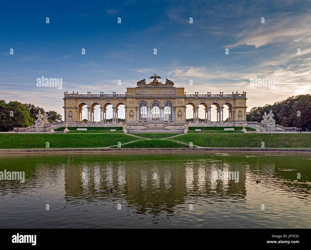 La Gloriette, al Palazzo di Schonbrunn, Vienna, Austria Immagini Stock