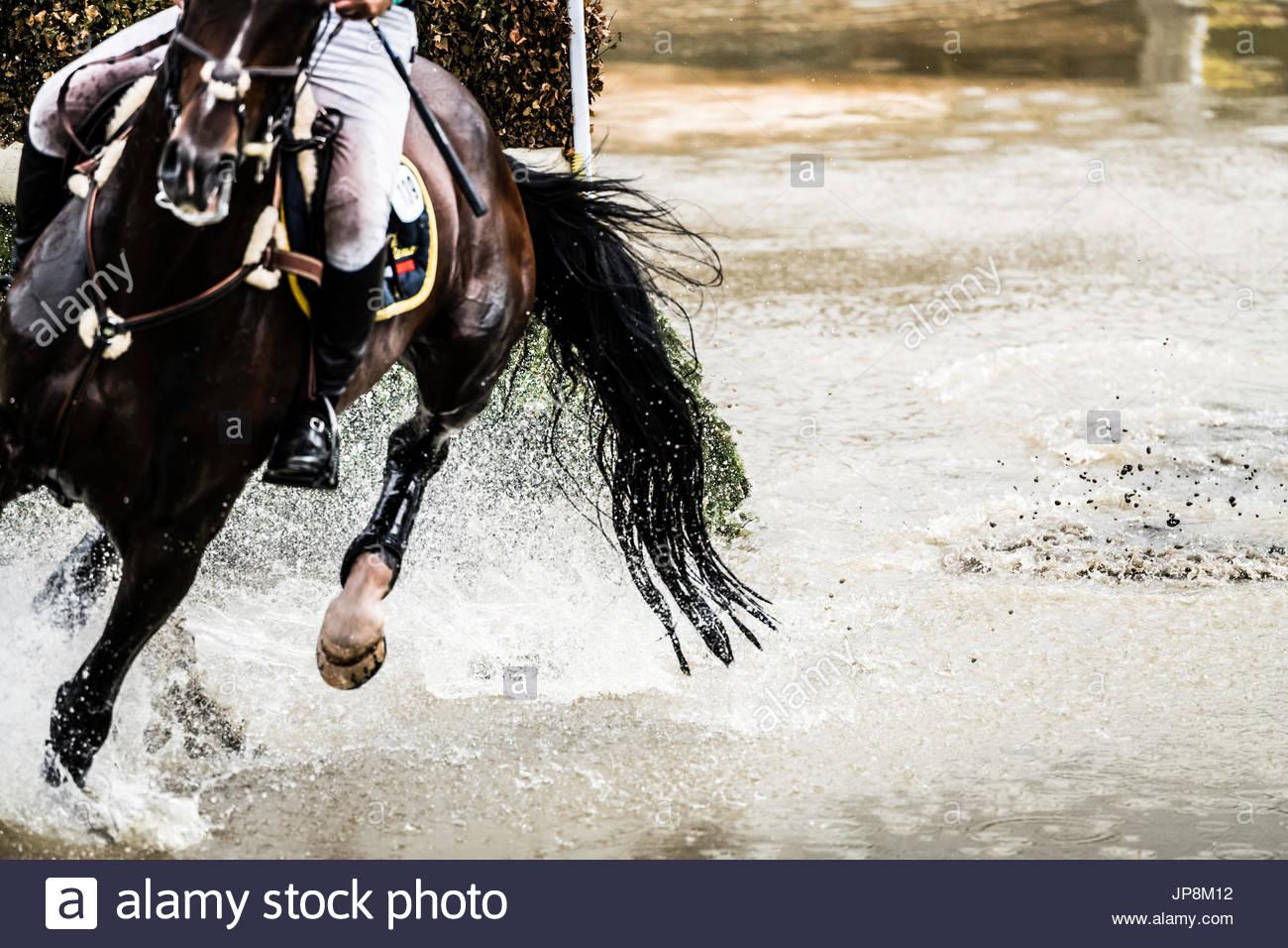 Burgham, Morpeth, Northumberland, Regno Unito. 28/29th Luglio 2017. Eventers competere a Burgham International Horse Trials nelle discipline di dressage, Showju Immagini Stock