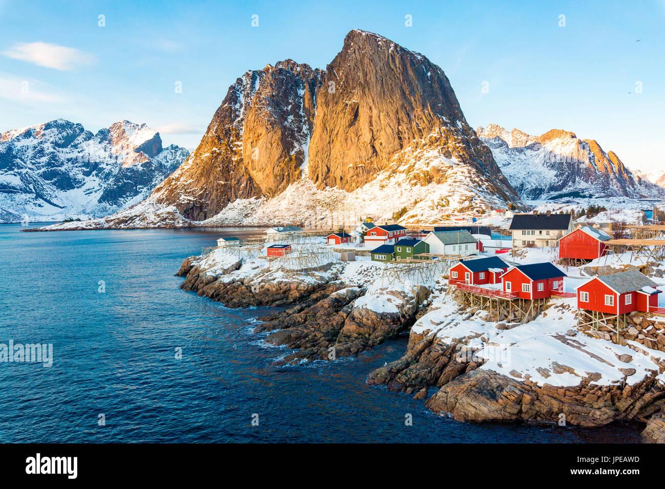 Hamnoy, isole Lofoten in Norvegia. inverno vista in una giornata di sole Foto Stock