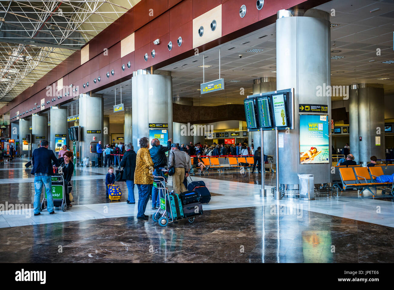 Aeroporto Tenerife Sud : Sala partenze aeroporto di tenerife sud reina sofia tenerife isole