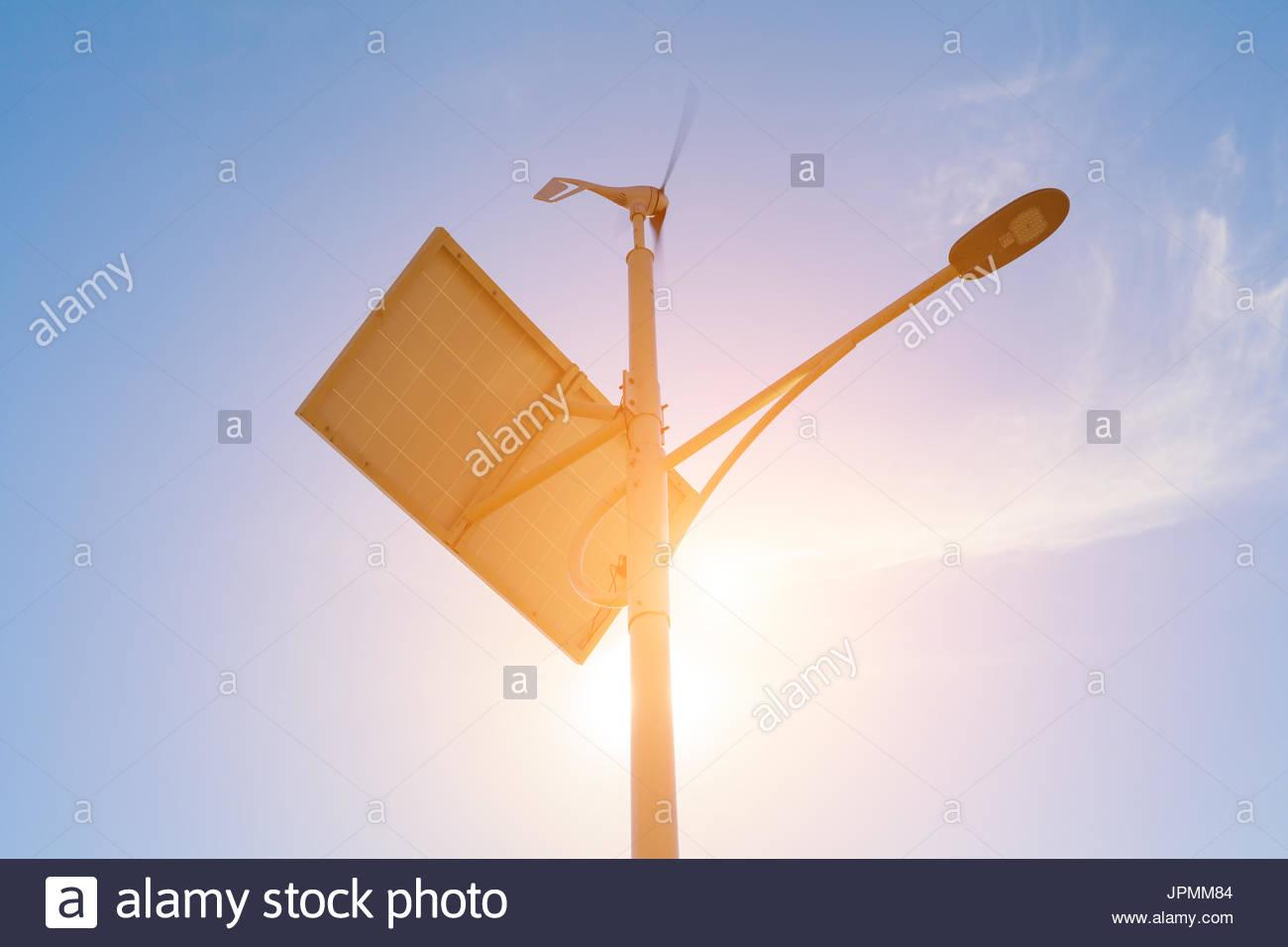 Illuminazione stradale opere da pannelli solari e i generatori