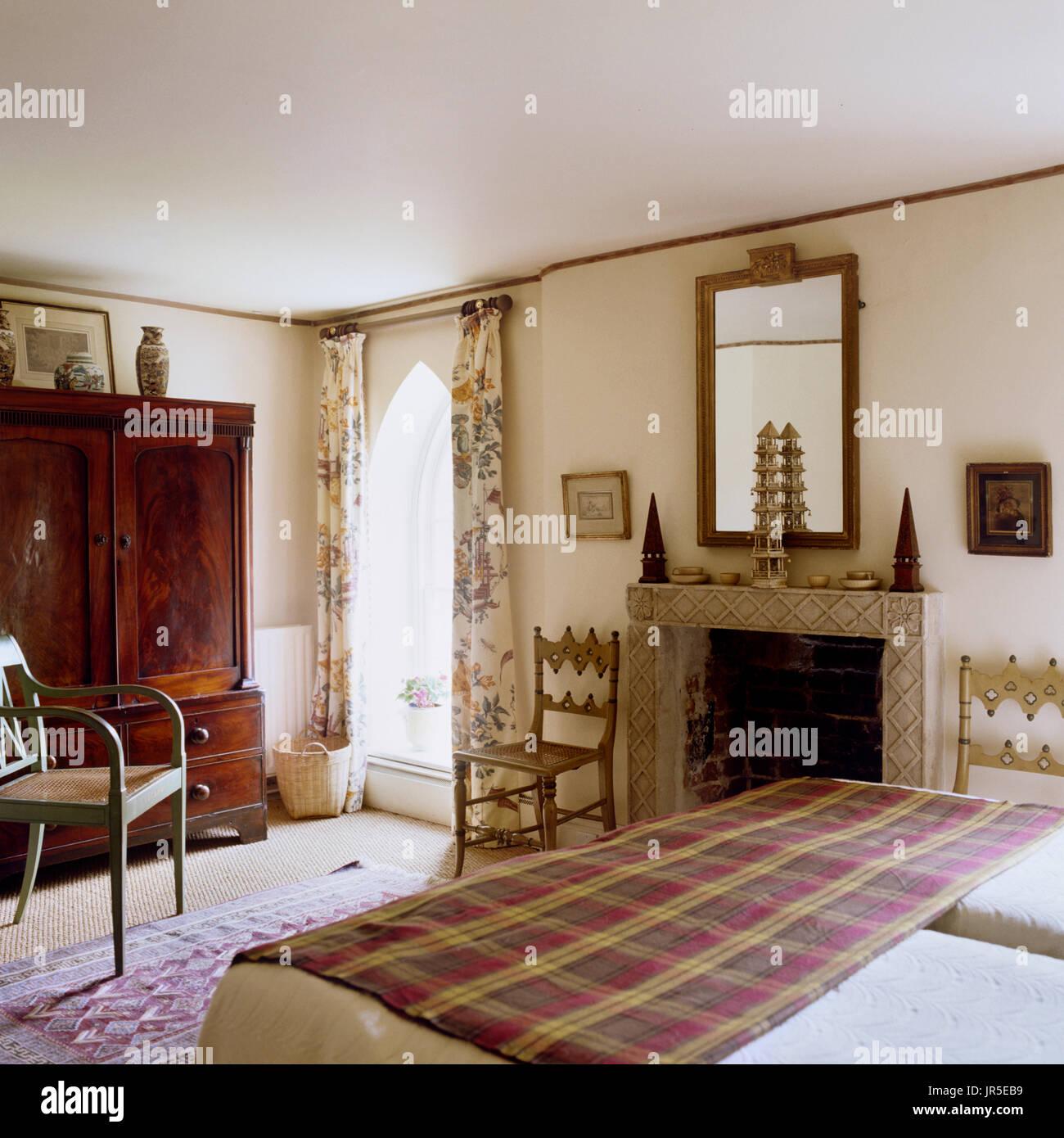 In stile vintage camera da letto Foto & Immagine Stock: 151941085 ...