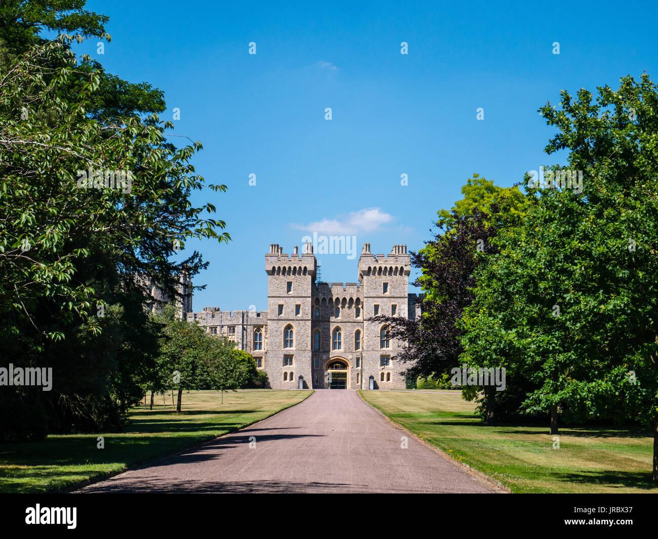 Il Castello di Windsor e vista dalla lunga passeggiata, Windsor, Berkshire, Inghilterra Immagini Stock