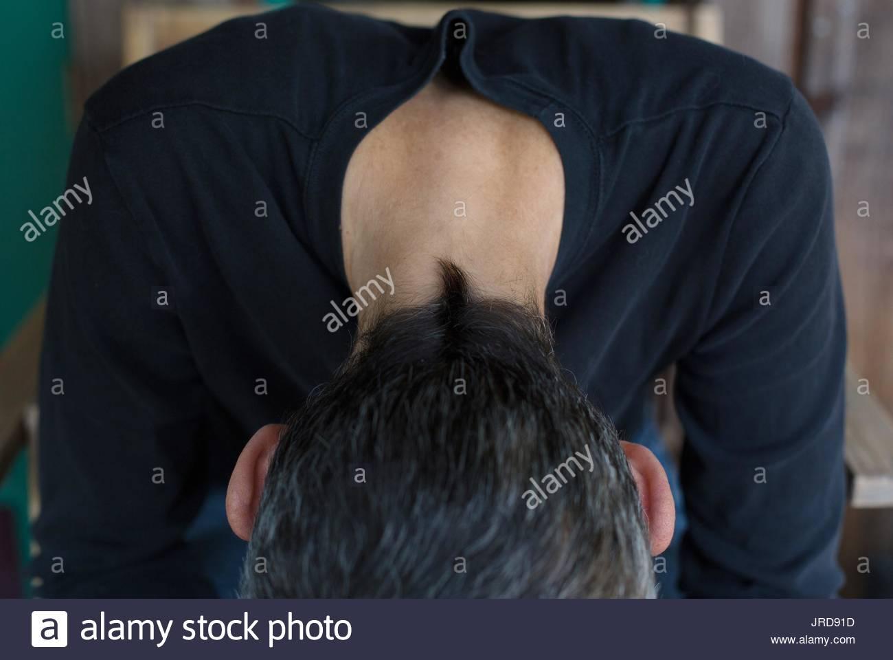 Close up della parte posteriore di una testa di donna con capelli corti. Immagini Stock