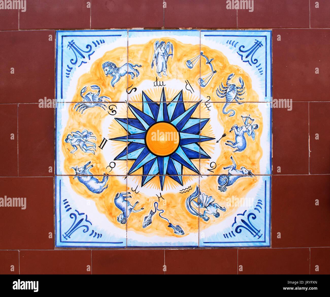 Un italiano di pavimento piastrellato con simboli zodiacali piastrella centrale Immagini Stock